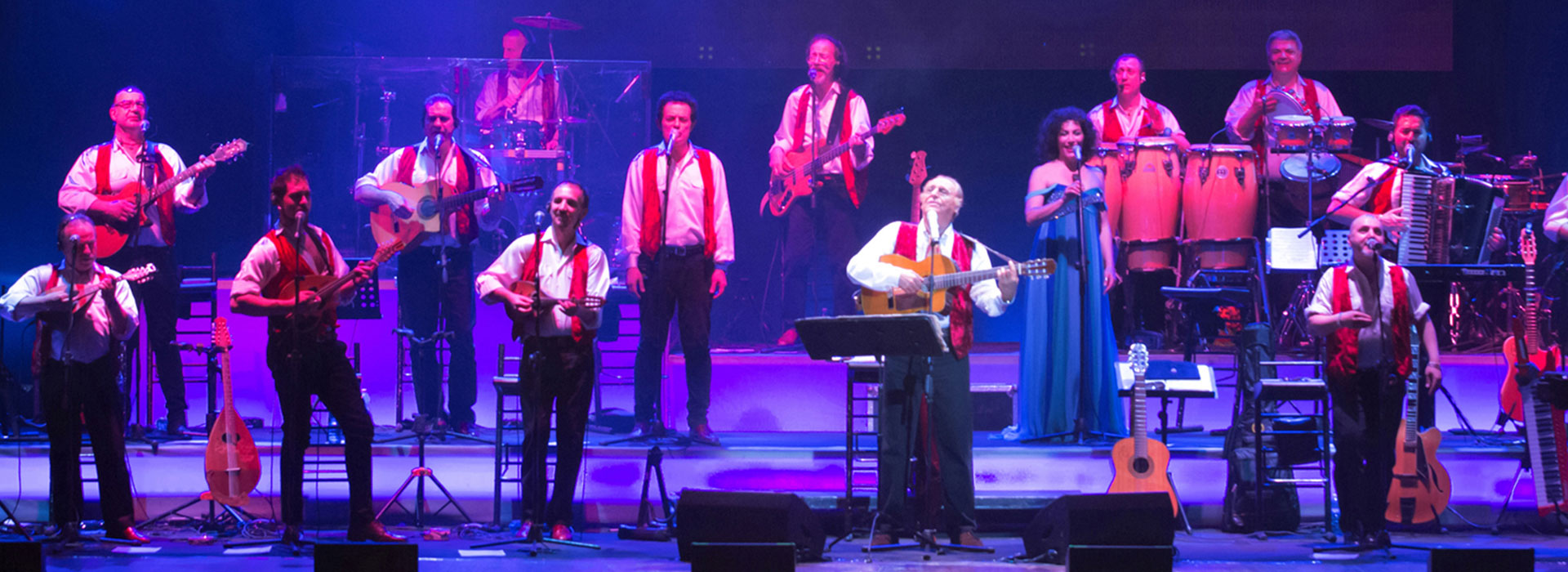 Renzo Arbore and l'Orchestra Italiana on stage at Forte Arena